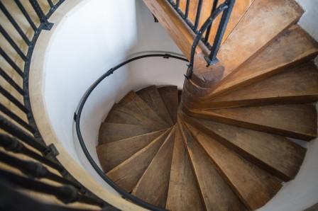 escalier qui grince trucs et astuces maison. Black Bedroom Furniture Sets. Home Design Ideas