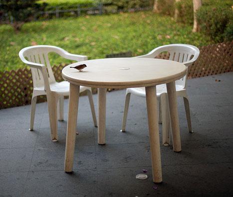Nettoyer les meubles de jardin en plastique - Trucs et Astuces Maison